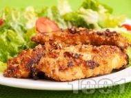 Рецепта Панирани пилешки филенца с мед, соев сос и овесени ядки на тиган